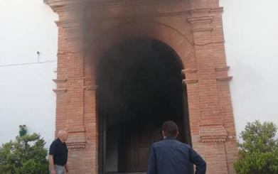 Declarado un incendio en la iglesia de Algatocín