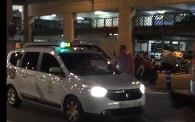 Taxistas se plantan ante el intrusismo en el aeropuerto
