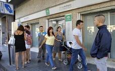 El paro bajó en 17.981 personas en mayo en Andalucía hasta los 761.113 desempleados