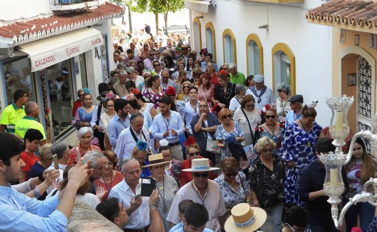 Salida de la Hermandad del Rocío de Marbella hacia el Santuario de Almonte