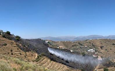 Extinguido un incendio en una zona de viviendas rurales en Macharaviaya