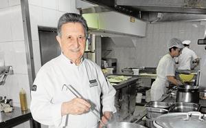 Los hosteleros premiarán al cocinero de Marbella Santiago y al restaurante Los Marinos José