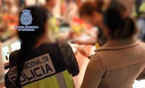 Liberan a 8 mujeres y detienen a 21 personas de una red de explotación sexual en Marbella