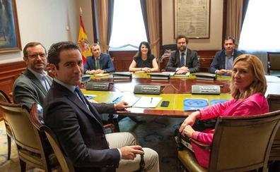 Los pactos en comunidades y ayuntamientos abren fisuras en las relaciones de los bloques