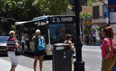 Marbella pondrá en marcha un autobús que conectará todo el término municipal en el eje costero durante las 24 horas