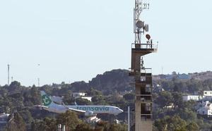 La antena de Canal Sur impide el funcionamiento pleno de la segunda pista del aeropuerto