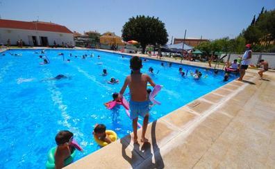 El Ayuntamiento de Rincón de la Victoria abre el plazo de solicitudes para los cursos de natación de verano a partir del 17 de junio