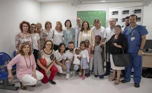El Hospital Materno de Málaga salva la vida a más de 80 niños africanos con dolencias graves