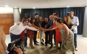 PSOE y GIPMTM firman el pacto de gobierno y hablan de respeto, lealtad y trabajo