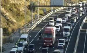 Dos accidentes de tráfico en la A-7 y en la MA-20 provocan retenciones kilométricas en Málaga capital