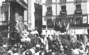 Fotos | Así era la procesión del Corpus de los años 40 a los 70 en Málaga