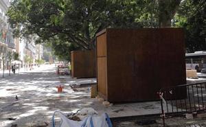 El Ayuntamiento de Málaga empieza a instalar los nuevos quioscos de flores en la Alameda Principal