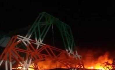 Un incendio calcina siete hectáreas de matorral en el Peñón del Toro de Almayate