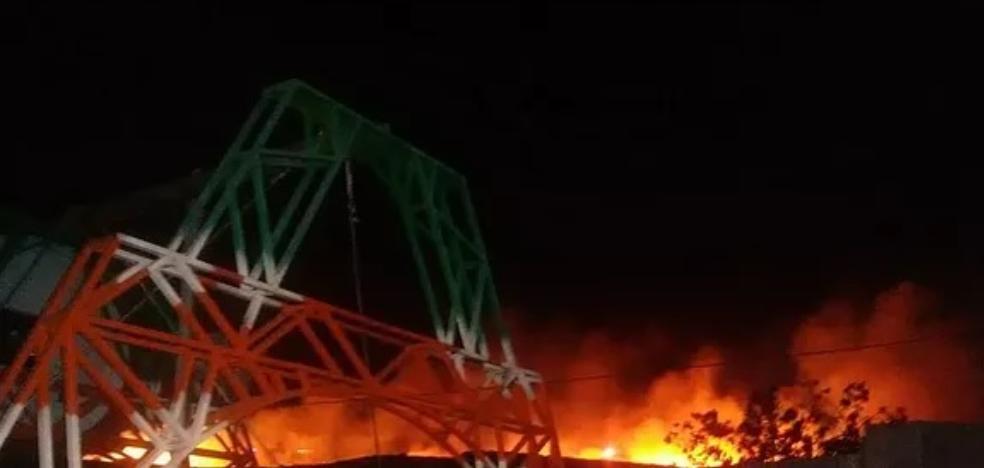 A fire calcinates seven hectares of scrub in the Penon del Toro de Almayate