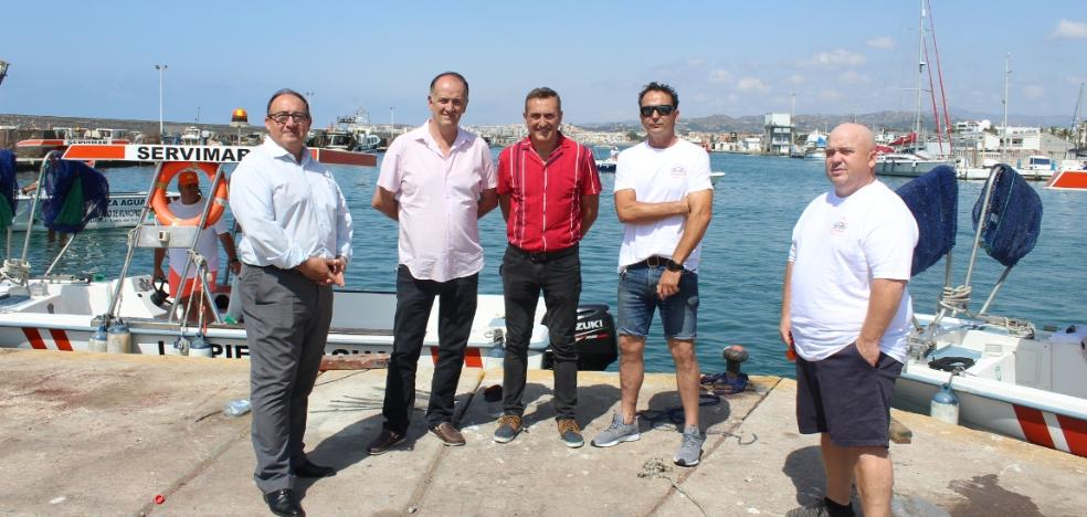 Ten boats will clean the waters of the coast of the Axarquía during the summer season