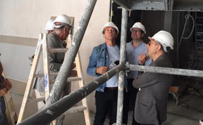 Antonio Banderas visita las obras del Teatro del Soho