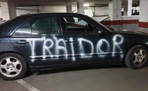 Aparece pintado el coche de Fernández Montes: «Traidor»