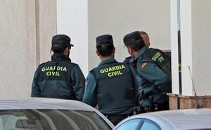 La Guardia Civil detiene a 35 personas por falsificar tarjetas bancarias y blanquear los beneficios a través de bitcoins