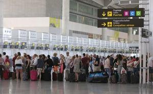 Detenido un hombre que ocultaba varias tabletas de hachís en el aeropuerto de Málaga