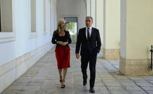 Bendodo tiende la mano a los nuevos Ayuntamientos para hacer una alianza con «el Gobierno del cambio»