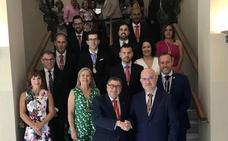 El alcalde de Vélez conserva Urbanismo y convierte en hombre fuerte del grupo del PSOE a Víctor González