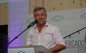 García Urbano vuelve a renunciar a su sueldo, lo que supondrá un ahorro para el Ayuntamiento de Estepona de 80.000 euros anuales