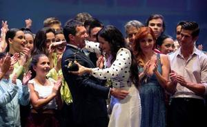 Antonio Banderas a Rosalía: «El premio en realidad eres tú»