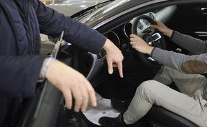 Detienen a un hombre en Málaga por comprar un coche con una documentación extraviada