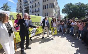 Las nuevas rutas aéreas provocan el primer choque entre Juanma Moreno y Francisco de la Torre