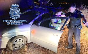 Hallan de madrugada a una conductora de 78 años tras desorientarse y quedar bloqueado su coche en una cañada a las afueras de Málaga