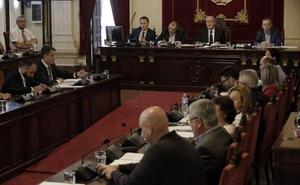 La polémica por la subida salarial de los concejales en Málaga provoca un desencuentro entre el PP y el PSOE