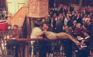 El Cristo Mutilado viaja a Sevilla para que le repongan las piernas