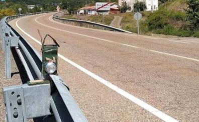 Vecinos de un pueblo de León fabrican un radar casero con latas cansados los excesos de velocidad