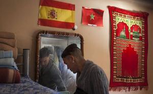 Ruiz denuncia que es «insostenible» la atención de los menores inmigrantes