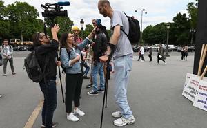 Brahim Takioullah, el hombre más alto de Europa, exige respeto
