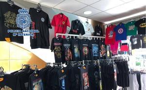 Intervienen en una tienda de Torremolinos más de 500 prendas de vestir falsificadas