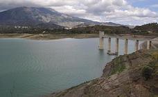 La Axarquía dispone aún de 11 hm3 de agua del pantano para riego hasta octubre