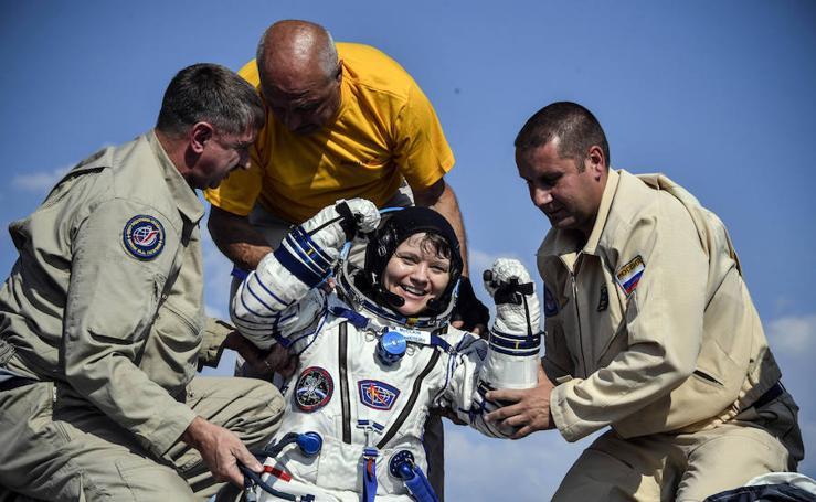 Así es el aterrizaje de tres astronautas regresan a la Tierra tras una misión en la ISS