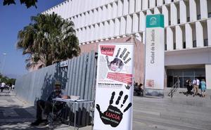La familia de Lucía Vivar recoge más de 90.000 firmas para que se reabra la causa penal