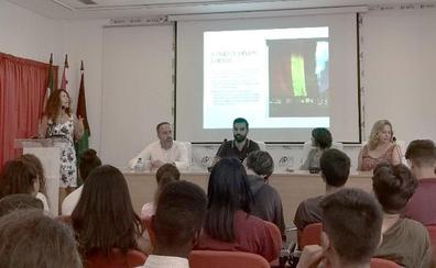 Estudiantes promueven el proyecto 'Stop rumores LGTBI' contra noticias falsas y bulos