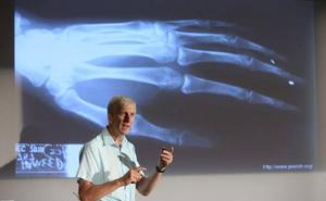 Kevin Warwick: «Poder comunicarnos directamente de cerebro a cerebro lo cambiará todo»
