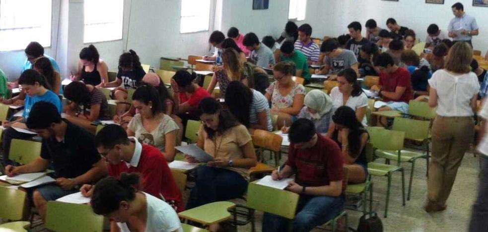 250 estudiantes se presentan al examen para conseguir premio extraordinario de Bachillerato