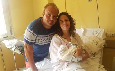Una mujer de Mondrón da a luz en su coche cuando se dirigía al Hospital Comarcal de la Axarquía