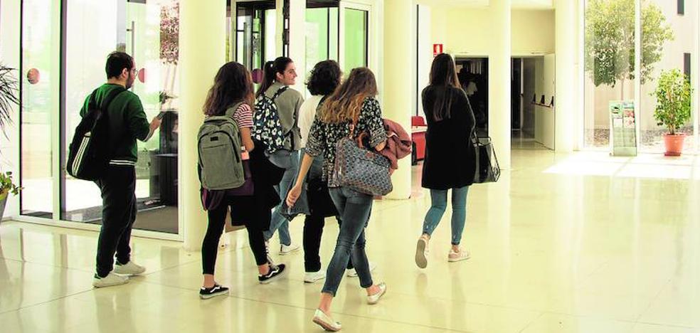 Becarios malagueños tienen que devolver 3,7 millones por no aprobar ni la mitad del curso