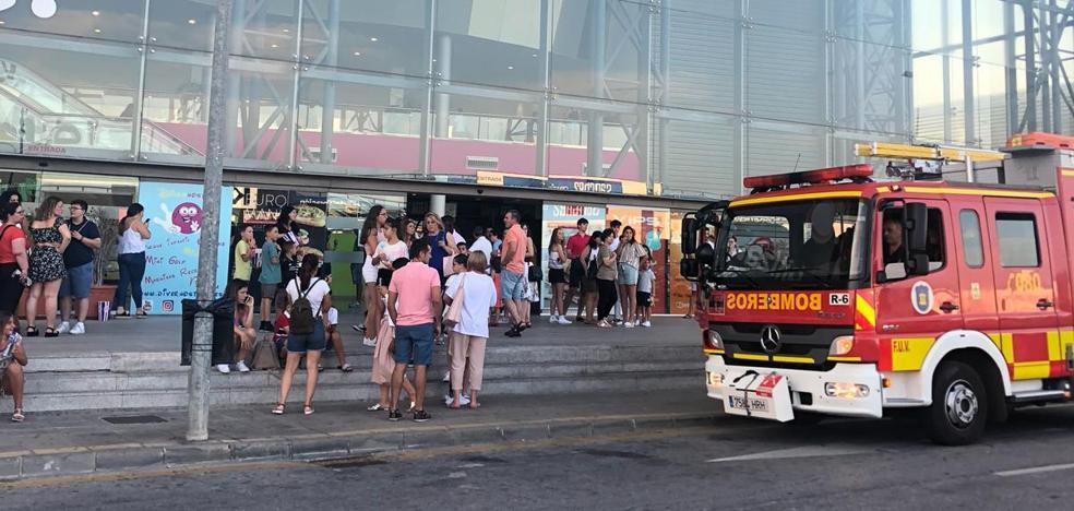 Desalojan el Centro de Ocio Málaga Nostrum por la rotura de una tubería