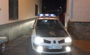La Guardia Civil registra durante siete horas la casa del novio de la joven desaparecida en Arenas