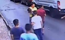 Un joven salva a una niña de dos años que cayó al vacío desde una ventana en Estambul