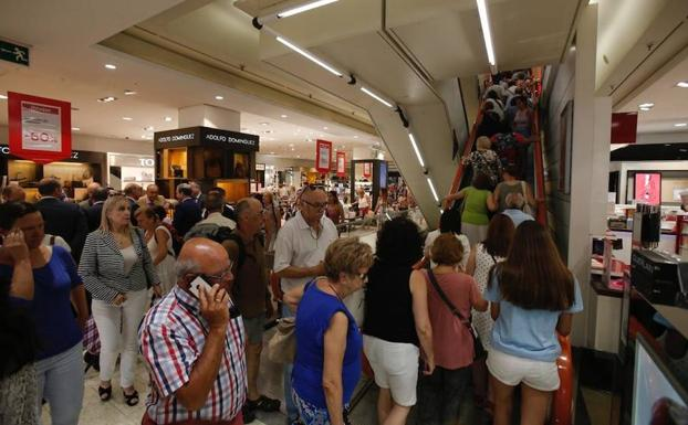 444ab9f7fa0f Las rebajas de verano se adelantan en Málaga con descuentos de hasta ...