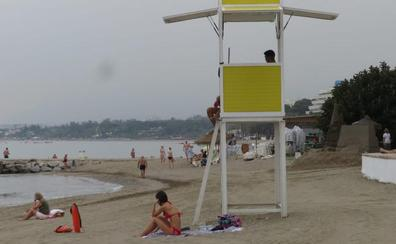 Marbella afronta la temporada alta de baños con más horas de vigilancia en las playas