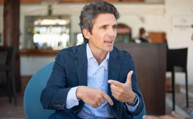 Javier Mendizábal: «Lo primero que miramos al hacer el plan comercial de cada año son las conexiones aéreas»